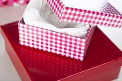 κόκκινο λευκό δώρων κιβω&t Στοκ Εικόνες