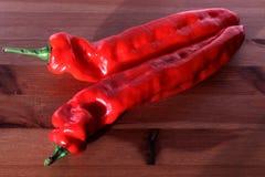κόκκινο λευκό πιπεριών αν& ανασκόπησης στενό λευκό λαχανικών εστίασης φρέσκο εκλεκτικό επάνω champignons λαχανικά ντοματών κρεμμυ Στοκ φωτογραφία με δικαίωμα ελεύθερης χρήσης