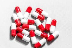 κόκκινο λευκό χαπιών Στοκ εικόνα με δικαίωμα ελεύθερης χρήσης