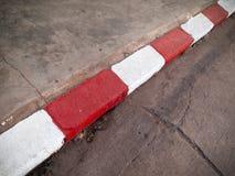 κόκκινο λευκό χρωμάτων μονοπατιών Στοκ φωτογραφία με δικαίωμα ελεύθερης χρήσης