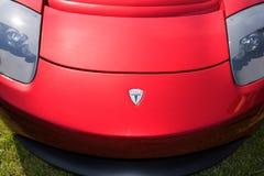 Κόκκινο μέτωπο αθλητικών αυτοκινήτων ανοικτών αυτοκινήτων τέσλα οπίσθιο στοκ φωτογραφία με δικαίωμα ελεύθερης χρήσης