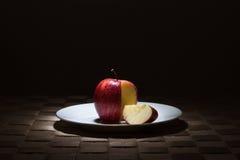 κόκκινο μήλων που τεμαχίζεται στοκ φωτογραφίες