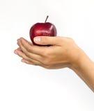 Κόκκινο μήλο σε ετοιμότητα γυναικείο Στοκ φωτογραφίες με δικαίωμα ελεύθερης χρήσης