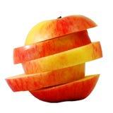 Κόκκινο μήλο φωτογραφικών διαφανειών στη φέτα βημάτων Στοκ Φωτογραφίες