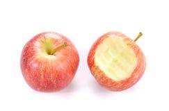 Κόκκινο μήλο Apple με το δάγκωμα στο άσπρο υπόβαθρο Στοκ φωτογραφία με δικαίωμα ελεύθερης χρήσης