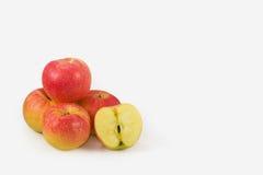 Κόκκινο μήλων στο λευκό Στοκ φωτογραφίες με δικαίωμα ελεύθερης χρήσης