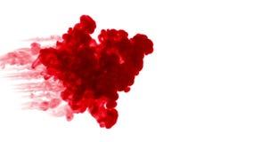 Κόκκινο μελάνι στο νερό στο άσπρο υπόβαθρο τρισδιάστατο μελάνι ζωτικότητας με τη μεταλλίνη luma ως άλφα κανάλι για τα αποτελέσματ απεικόνιση αποθεμάτων