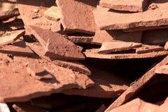 Κόκκινο μετάλλευμα βουνών πετρών στη φύση ως υπόβαθρο Στοκ Φωτογραφίες