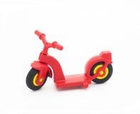 Κόκκινο μηχανικό δίκυκλο παιχνιδιών στοκ εικόνα με δικαίωμα ελεύθερης χρήσης