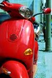 κόκκινο μηχανικό δίκυκλο Στοκ Φωτογραφία