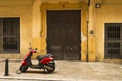 Κόκκινο μηχανικό δίκυκλο Στοκ φωτογραφία με δικαίωμα ελεύθερης χρήσης