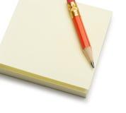 κόκκινο μολυβιών εγγράφου σημειώσεων Στοκ φωτογραφία με δικαίωμα ελεύθερης χρήσης