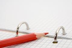 κόκκινο μολυβιών σημειώσεων Στοκ Εικόνες
