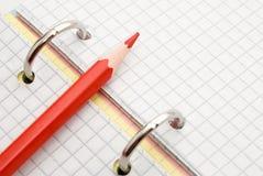 κόκκινο μολυβιών σημειώσ& Στοκ εικόνα με δικαίωμα ελεύθερης χρήσης