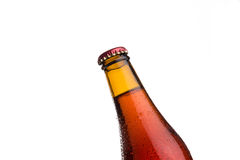 Κόκκινο μπουκάλι μπύρας στο άσπρο υπόβαθρο Στοκ φωτογραφία με δικαίωμα ελεύθερης χρήσης
