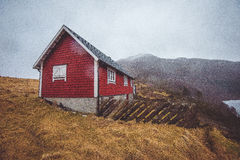 Κόκκινο ξύλινο σπίτι Στοκ φωτογραφίες με δικαίωμα ελεύθερης χρήσης
