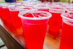 κόκκινο πάγου ποτών κύβων Στοκ Φωτογραφίες