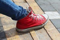 κόκκινο πάνινο παπούτσι Στοκ φωτογραφία με δικαίωμα ελεύθερης χρήσης