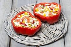 Κόκκινο πιπέρι που γεμίζεται με το ρύζι και τα λαχανικά Στοκ φωτογραφία με δικαίωμα ελεύθερης χρήσης