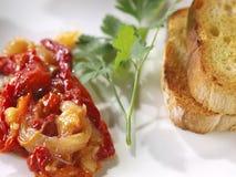 Κόκκινο πιπέρι Esgarraet â & σαλάτα βακαλάων Στοκ φωτογραφία με δικαίωμα ελεύθερης χρήσης