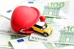 Κόκκινο πορτοφόλι, αυτοκίνητο και ευρώ Στοκ Εικόνες
