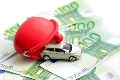 Κόκκινο πορτοφόλι, αυτοκίνητο παιχνιδιών και ευρώ Στοκ φωτογραφία με δικαίωμα ελεύθερης χρήσης