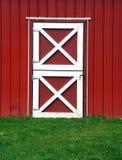 κόκκινο πορτών σιταποθηκών στοκ φωτογραφία με δικαίωμα ελεύθερης χρήσης