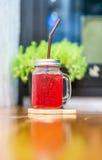 Κόκκινο ποτό σόδας στοκ εικόνα με δικαίωμα ελεύθερης χρήσης