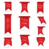 Κόκκινο που κρεμά τα κυρτά εμβλήματα κορδελλών που τίθενται για τα εύθυμα Χριστούγεννα eps10 Στοκ Εικόνες