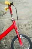 Κόκκινο ποδήλατο Στοκ Φωτογραφίες