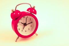 Κόκκινο ρολόι συναγερμών Στοκ εικόνα με δικαίωμα ελεύθερης χρήσης