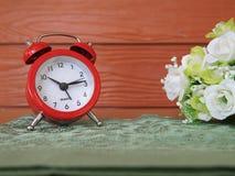 Κόκκινο ρολόι συναγερμών Στοκ εικόνες με δικαίωμα ελεύθερης χρήσης
