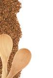 Κόκκινο ρύζι ή Riceberry και ξύλινο κουτάλι Στοκ εικόνα με δικαίωμα ελεύθερης χρήσης