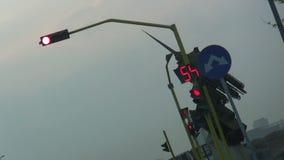 Κόκκινο σήμα κυκλοφορίας στην πόλη Jeddah απόθεμα βίντεο