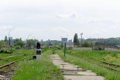 Κόκκινο σήμα σηματοφόρων στο σιδηρόδρομο στοκ εικόνα με δικαίωμα ελεύθερης χρήσης