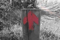 Κόκκινο σημάδι βελών Στοκ φωτογραφία με δικαίωμα ελεύθερης χρήσης
