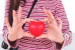 κόκκινο σημάδι καρδιών υπό εξέταση Στοκ Εικόνες