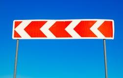 Κόκκινο σημάδι κυκλοφορίας ενάντια σε έναν μπλε ουρανό Στοκ φωτογραφία με δικαίωμα ελεύθερης χρήσης
