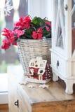 Κόκκινο σπίτι διακοσμήσεων Χριστουγέννων Στοκ Φωτογραφία