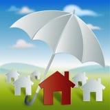 Κόκκινο σπίτι με την προστασία και την ασφάλεια ομπρελών Στοκ εικόνες με δικαίωμα ελεύθερης χρήσης