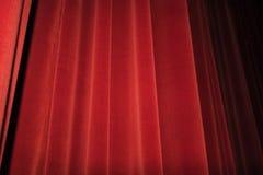 Κόκκινο στάδιο κουρτινών Έννοια εικόνας θεάτρων Στοκ εικόνα με δικαίωμα ελεύθερης χρήσης