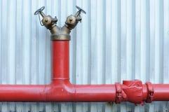 Κόκκινο στόμιο υδροληψίας πυρκαγιάς Στοκ Εικόνες