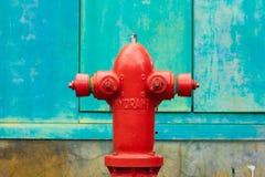 Κόκκινο στόμιο υδροληψίας πυρκαγιάς Στοκ Φωτογραφίες
