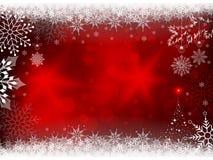 Κόκκινο σχέδιο Χριστουγέννων με snowflakes και μια σκιαγραφία ενός χριστουγεννιάτικου δέντρου Στοκ φωτογραφίες με δικαίωμα ελεύθερης χρήσης