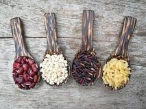 Κόκκινο σόργο φασολιών καφετιού ρυζιού και μούρων ρυζιού Στοκ εικόνα με δικαίωμα ελεύθερης χρήσης
