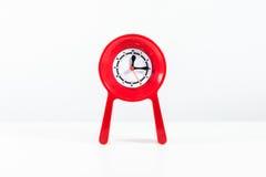 Κόκκινο σύγχρονο ρολόι που απομονώνεται Στοκ εικόνα με δικαίωμα ελεύθερης χρήσης