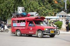 Κόκκινο ταξί Chiang Mai, για τον επιβάτη από τη στάση λεωφορείου Στοκ εικόνες με δικαίωμα ελεύθερης χρήσης