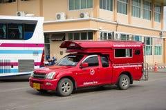 Κόκκινο ταξί Chiang Mai, για τον επιβάτη από τη στάση λεωφορείου Στοκ εικόνα με δικαίωμα ελεύθερης χρήσης