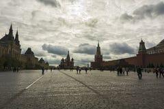 Κόκκινο τετράγωνο, ο τοίχος του Κρεμλίνου, το μαυσωλείο και βασιλικός ` s Cath του ST Στοκ Εικόνες