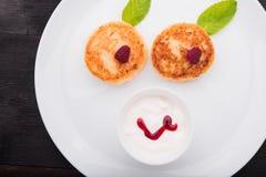 κόκκινο τηγανιτών εξοχικών σπιτιών τυριών καναπεδακιών ανασκόπησης Στοκ Φωτογραφία